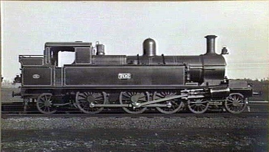 VR's 702 a 4-6-2 tank loco of the DDE Class