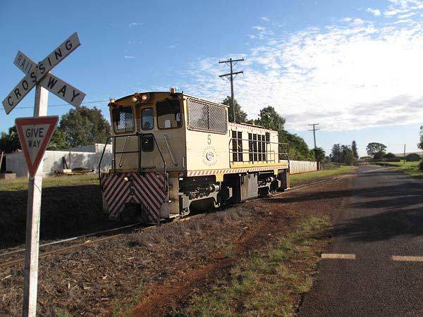 Isis Mill's D5 shunting in Cordalba