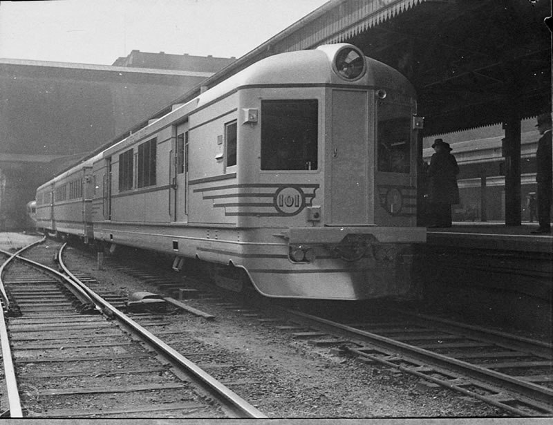 Silver City Comet at Central